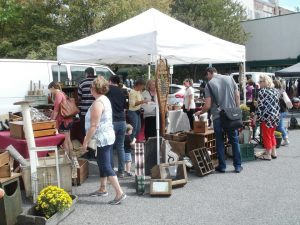 Phila Flea Market at Ardmore- Along Rittenhosue Pl...