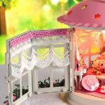 Miniature Worlds: Tiny Lantern Home